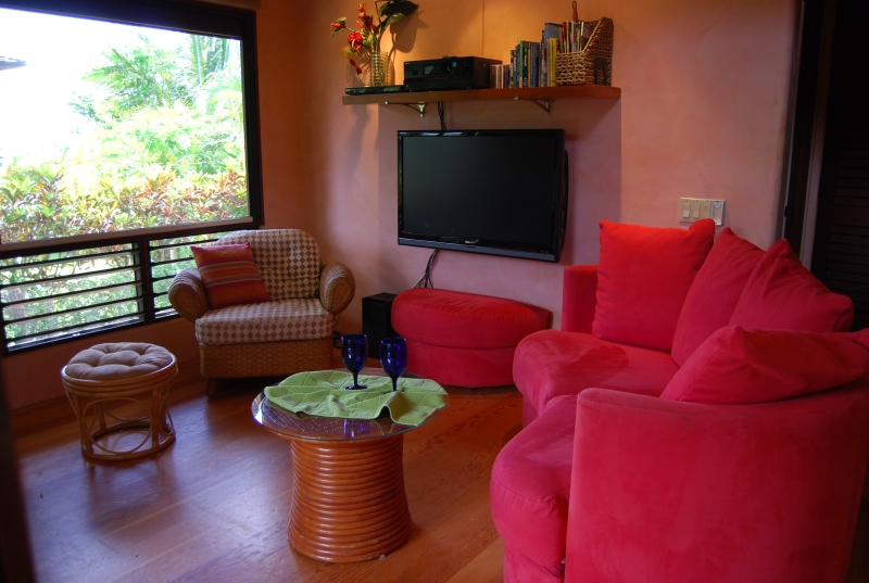 Tropical colors are festive in the living area